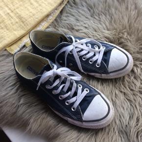 Skoene er størrelse 37.5 (women 7 & men 5). Brug ganske lidt, og gode. Kan hentes i Aarhus C, eller sendes mod betaling.