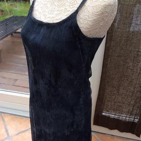 Cocktail kjole fra Only i sort/grå toner. Helt ny og ubrugt.