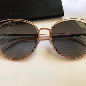 Dior Sideral 2 solbriller købt for ca.2 år siden, men stadig i perfekt stand og meget moderne. Kommer med etui.  Kom med bud, hvis du er interesseret.  Se også mine andre annoncer.