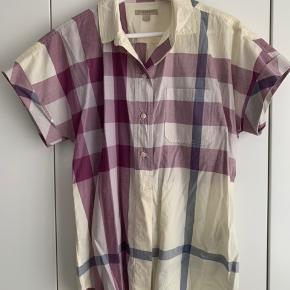 Fin klassisk kortærmet sommerskjorte. Den er i flot stand og er kun anvendt en enkelt gang.