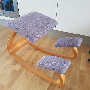 Ergonomic chair. 1 loose screw but fully functional.