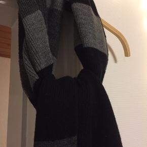 Brugt 1 gang , super lækkert langt halstørklæde i blød bomuld/ polyester/ elasthan