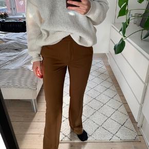 Sælger disse fede habit bukser fra Zara i en str s. De er aldrig blevet brugt 🍉