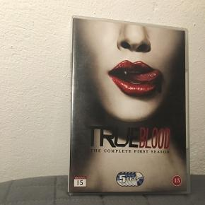 Jeg sælger første sæson af tv serien True Blood til 25kr. 😀