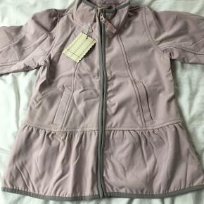 Flot ny feminin softshell jakke fra Creamie - stadig med mærke. Str 134.  Mp 250pp