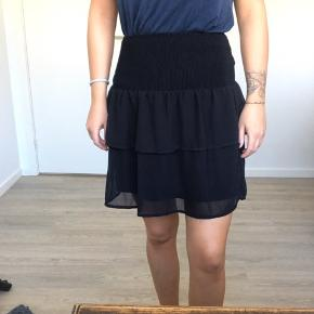 Fin nederdel med sød elastikkant 🌸