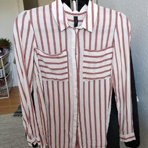 Yndig og let skjorte