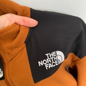 Sælger denne super lækre The North Face Fleece. Den er brugt 2 gange og sælges da jeg allerede har den i 2 andre farver :-)