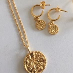 Nye og ubrugte smykker- sælges da jeg ikke får dem brugt og har fortrudt køb.   Halskæde sælges til 500 Øreringe sælges til 300