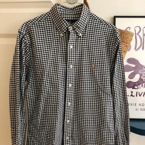 Herre skjorte fra Ralph Lauren.  Kan sendes eller afhentes på Østerbro