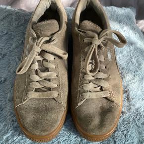 Er lidt beskidte, kan gøres rene inden salg. Men ellers er de super fine. Er gået med lidt.