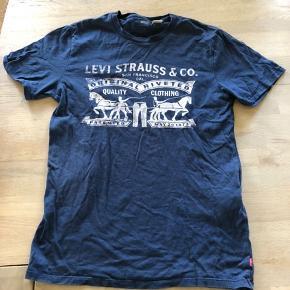 Ingen skader på denne levis t-shirt.   BYD