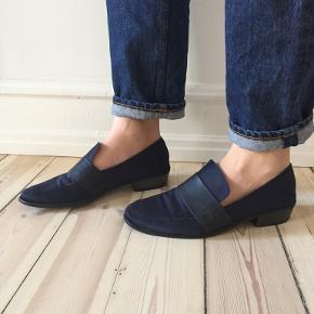 Fine lidt spidse loafers fra H&M sælges. Virkelig behagelige at gå i.  Kan afhentes på Frederiksberg ellers betaler køber for porto.