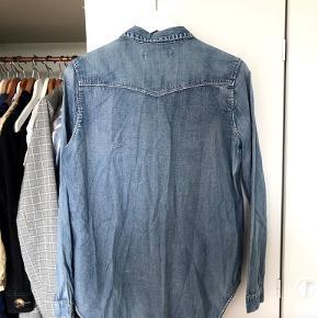 Fin skjorte fra Custommade i str. 36 🌝 åben for bud. Køber betaler eventuel fragt