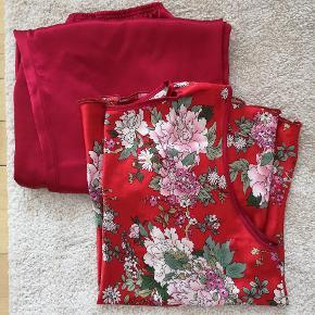 """Fint blødt """"silke"""" pyjamas med asiatisk tema/blomster motiv sælges. Der står størrelse XXL, men vil nærmere sige at det er str. M 👈 BEMÆRK at der er et lille slid mærke på overdelen. 🌺🌺🌺"""