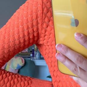 Lækker trøje fra Storm & Marie, næsten ikke brugt. Passer en str. xs/s, men er i tvivl om størrelsen, da det ikke står i trøjen.   Køber betaler forsendelse.