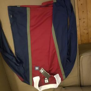 Sælger denne ADIDAS Rugby Shirt!   ALDRIG BRUGT; STADIG MED PRIS MÆRKE!