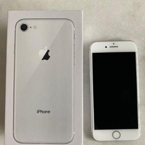 2 år gammel iPhone 8, 64 Gb.  Fejler ingenting og fungere præcis som den skal, har altid haft panzerglas og cover på. Der følger original lader med.