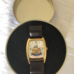 Ur fra Disney World da Mickey blev 50 år kun stået til pynt trænger til nyt batteri