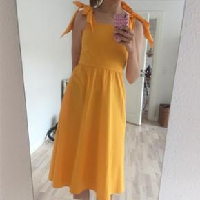 Gul H&M trend kjole