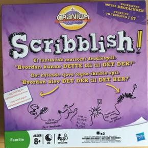 Scribblish spil fra Cranium. Rigtig sjovt tegnespil, hvor man skal gætte hvad den forrige har tegnet og derefter tegne det 🙌🏼🤓