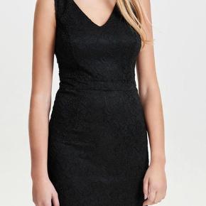 Ny kjole i stræk bar blonde  Bytter ikke