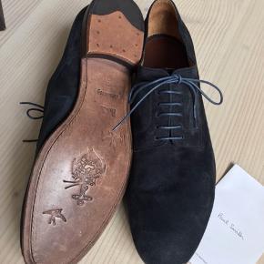 Flotte Paul Smith sko i ruskind (nypris: 3300,-) Aldrig brugt! Sælges med æske og køber betaler fragt.