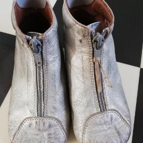 Sølv hjemmesko med god hæl støtte