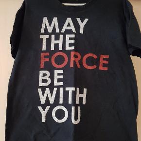 Sorte T-shirts med star wars. Billede 1. Er der 2 ens.  20 kr. Pr. Stk.