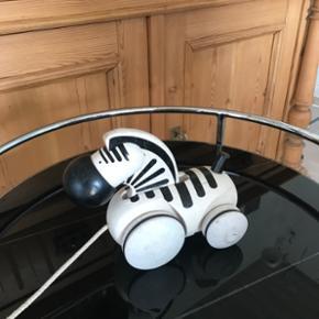 Skøn ældre zebra med lidt patina Mp 225kr  Randers nv af og til Århus Ålborg København mm Sender gerne på købers regning   Til salg på flere sider