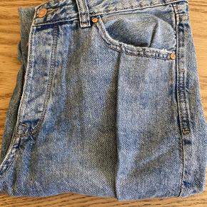 Cropped mom jeans, str 42. Jeg kan desværre ikke selv passe dem