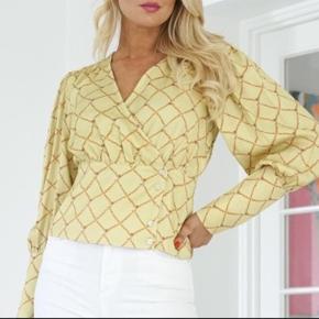 Helt ny super smuk bluse, stadig med mærke på 💕🌸