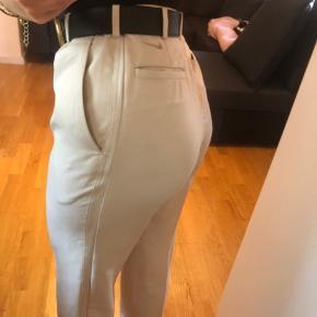 Herre bukser som er syet ind til at passe en str m  Køb 3 af mine ting og få gratis fragt. Ellers ligges der 37kr oven i den pris som står:)