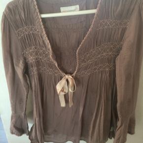 Klassisk Odd Molly bluse størrelsen er 2