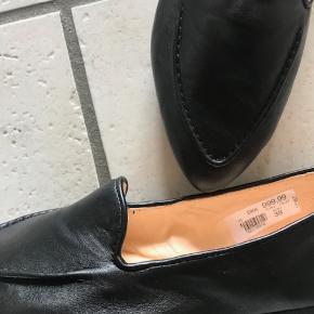 L`ECOLOGICA sko - købt i marts 2019 - haft dem på en gang. Desværre ikke gode til min fod, derfor må de videre. Meget lækre og handskeblødt skind. Nypris: 999,00 kr. - jeg har kvittering.