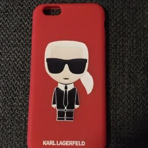 Mobilcover til iPhone 6 6S med mode kongen Karl Lagerfeld som var tidligere chef for Chanel og Chlöe. Coveret er en fed rød farve og fleksible, blødt og bøjeligt da det er gummi og beskytter mobilen bedre. Helt nyt og aldrig brugt, da det købt til den forkerte mobil:D andre cover sælges også..