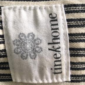 Stort sengetæppe fra Tine K Home, tykt og vamset. Kun brugt kortvarigt, ingen pletter eller slid. Meget tungt, så skal afhentes.