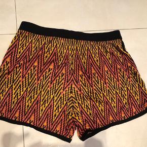 Fine shorts   KOM GERNE MED BUD
