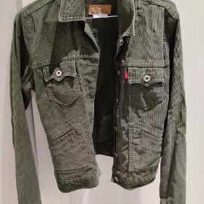 Levi's jakke. Brugt men stadig rigtig fin. Fed grøn farve.