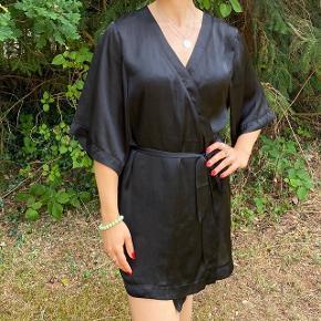 Lækker h&m kimono i sort
