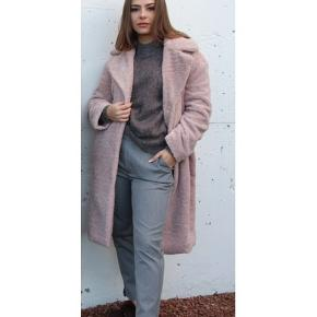 Levete Room Caylah Jakke i rosa. Køber betaler fragt eller kan hentes i Esbjerg. Bytter ikke 🌿