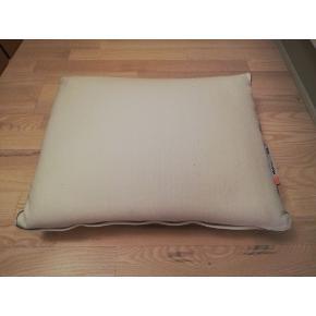 2 memory foam pillows 'MÅNVIVA' from Ikea. Each of them 100 kr.