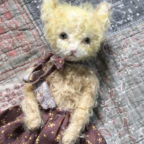 Samlerbamse.  Håndlavet kat i mohairplys med glasøjne.