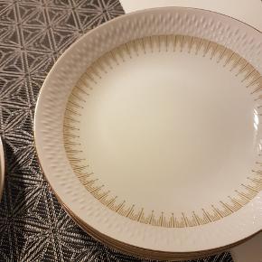 16 middags tallerkener og 11 dyb tallerken