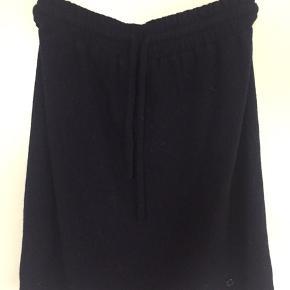 Super fin nederdel i uld og polyester