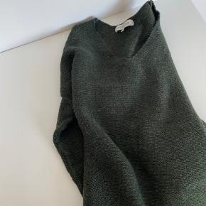 Grøn strik. Blød i stoffet. Mp 200kr. Str S