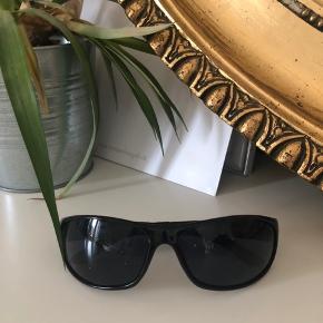 Solbriller fra Tommy Hilfiger, købt i USA, aldrig brugt. ☀️