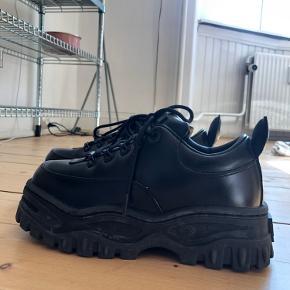 Eytys Angel. Eytys mest populære sko. Købt online som en str. 41 men de er for store i størrelsen til mig. Fitter 42-42,5 😊