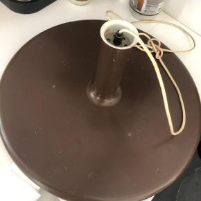 Retro lampe i en brun farve, 48 cm ☺️