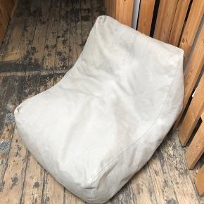NORR 11 sækkestol  - Komfortabel loungestol. Nypris: ca. 1900 kr.   Cirkamål: Dybde: 90 cm Bredde: 70 cm Højde: 60 cm  Kom med realistisk bud.